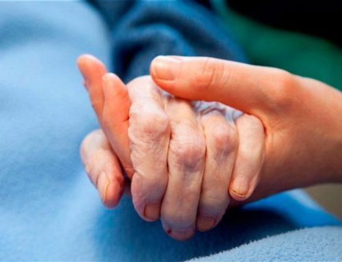 ¿Cómo acompañar a personas con enfermedad terminal y a sus familiares?
